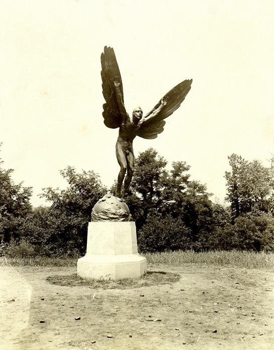 McConnell photographs. Aviator (main)