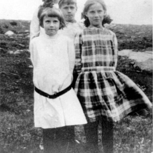 The Frost children at the Derry Farm, 1908