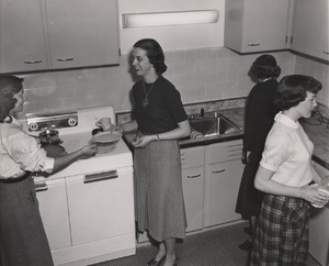 Students gathered in a Mary Munford kitchen, ca. 1952